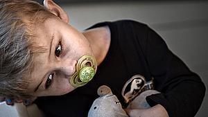 Pressede forældre kan ikke passe deres syge børn - minister afviser flere sygedage