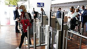Danskere flyver hjem fra ferie velvidende, at de er smittede