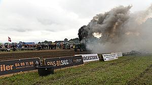 Mudder og tung dieselrøg i Særslev: - Traktortræk er landmændenes Formel 1
