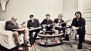 Se livekoncerten med Lasse Helner og hans band