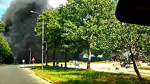 Udviklede kraftig røg: Skurvogn brændt ned til grunden