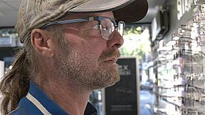 Tonny fik gratis briller: - Nu begynder det at ligne noget